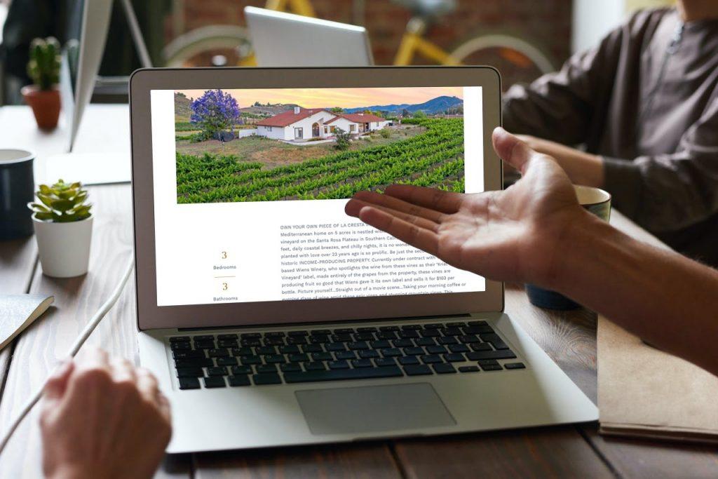 38155-avenida-la-cresta-laptop-mockup